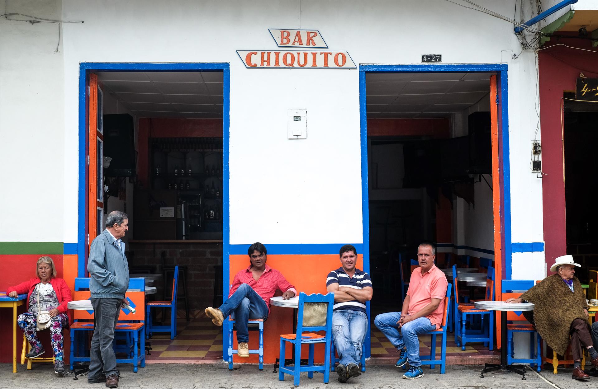 bar Chiquita color blue men