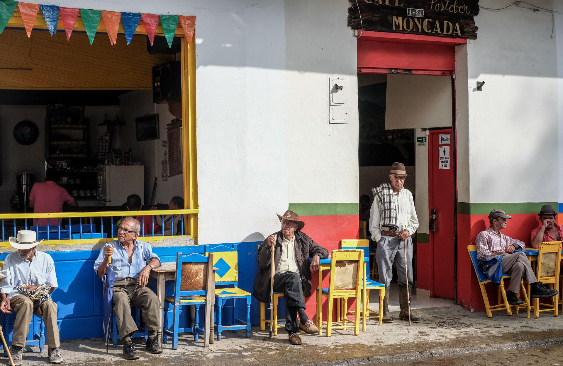 authentic Colombia Jardin, caballeros con sombrero