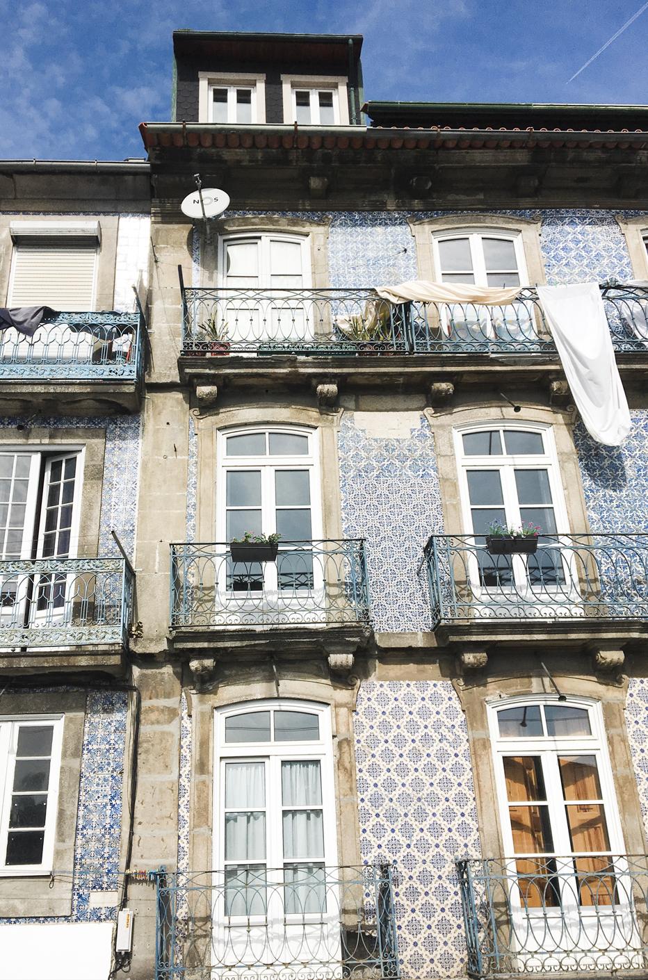 front azulejos