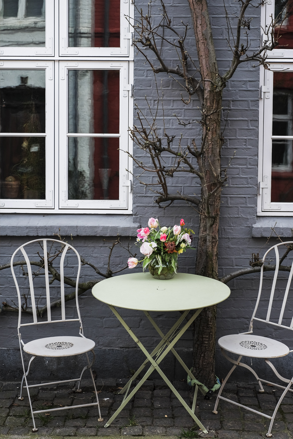 table and flowers on the streets of the Danish capital