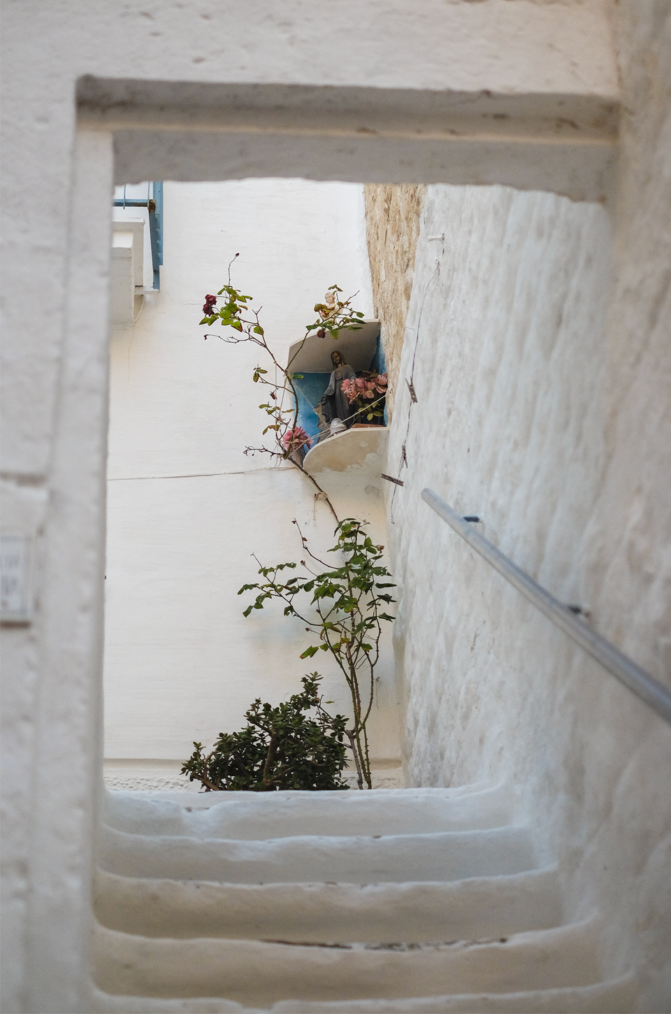 A glimpse of Puglia, secret passage in Polignano