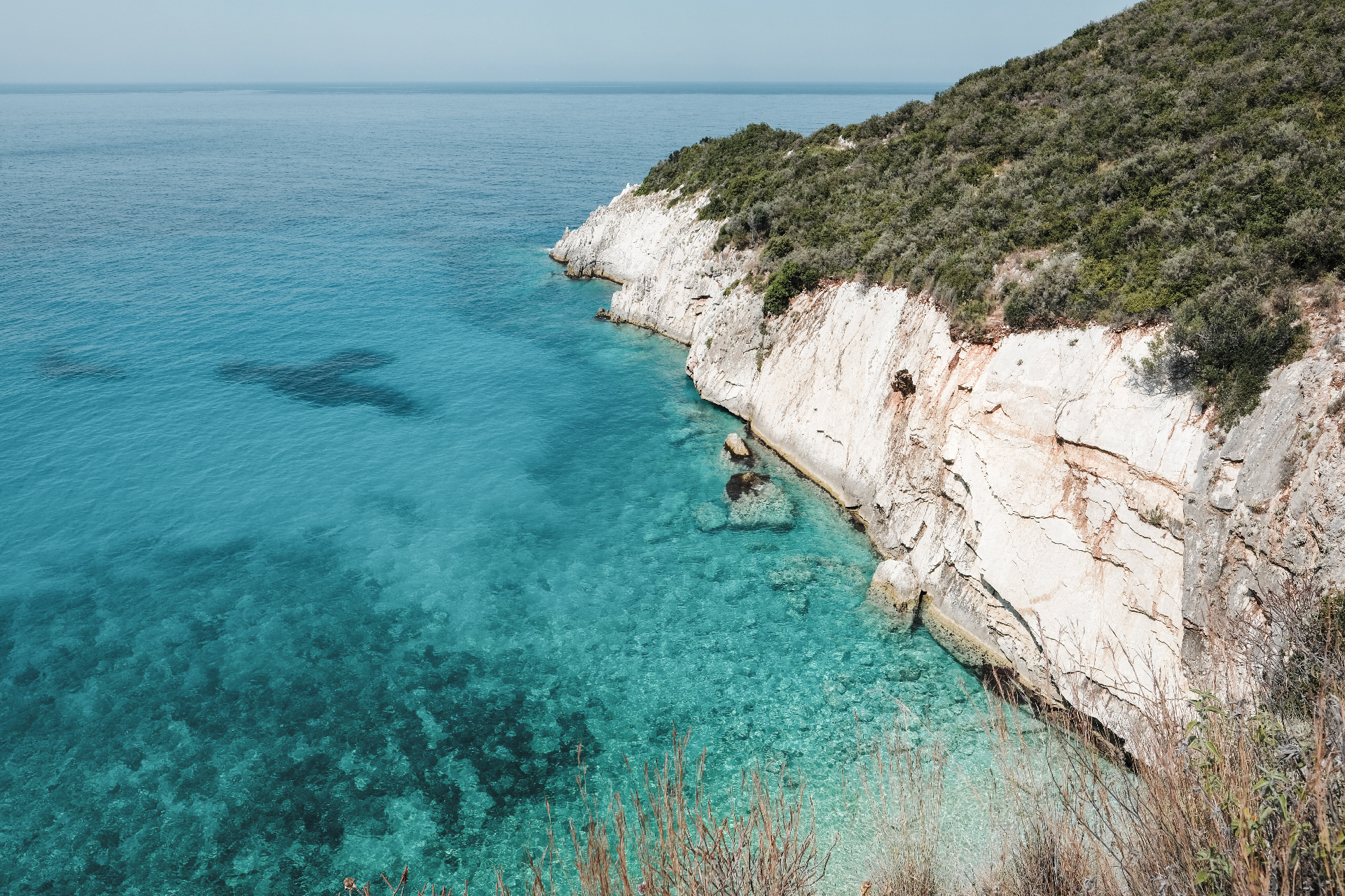 Cliff and turquoise water, best beaches in the Riviera
